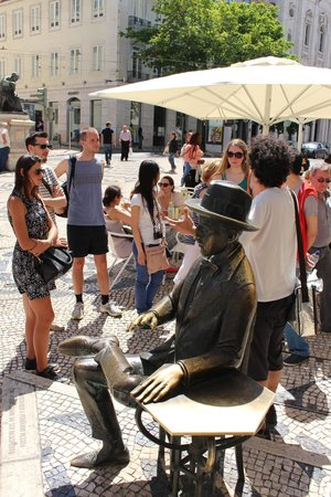 Lisbon Chill-Out Free Tour: Walking around the city and getting to know awesome places.