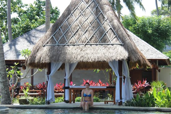 The Chandi Boutique Resort & Spa: массажная у бассейна
