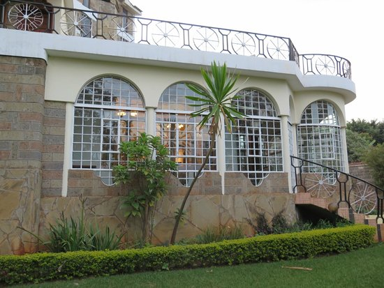 Lavington Hill House: hotel from garden