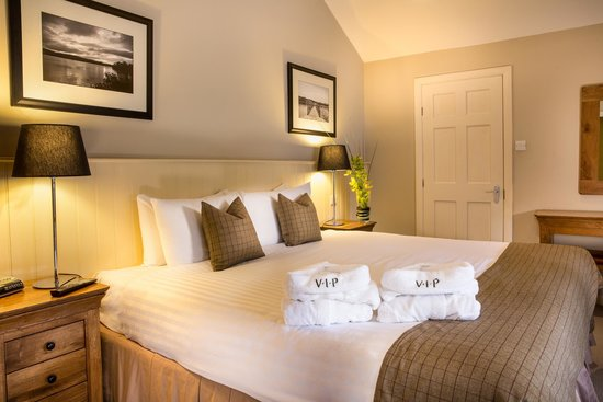 Cameron House Lodges : Master Bedroom - 2 Bedroom Lodge