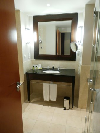 InterContinental Hotel Warsaw: InterContinental Bathroom 3507