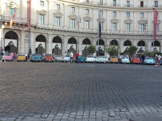 Piazza della Repubblica : The Fiats my friend took a photo of