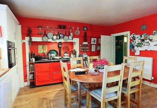Finglen House Bed & Breakfast: Kitchen