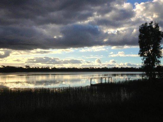 Jabiru Safari Lodge: View on lake from Lodge