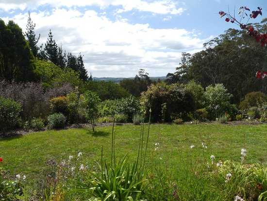 Treghan Luxury Lodge: Garden at Treghan Cottage from Tui apartment