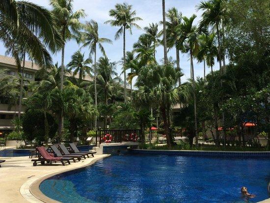 Novotel Phuket Surin Beach Resort.: Blick auf einen Teil des wirklich schönen Poolbereichs