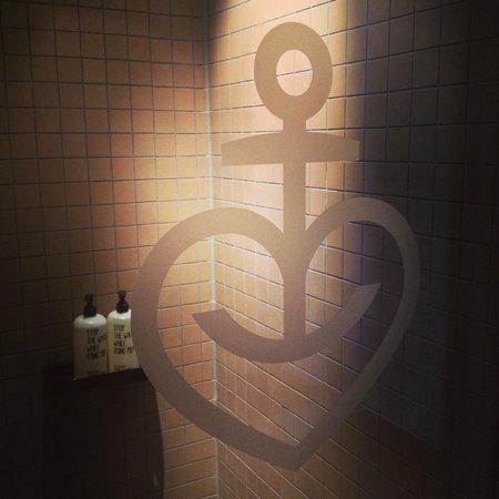 25hours Hotel HafenCity: Dusche Koje M+