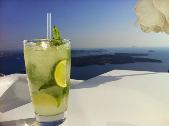 Astra Suites : Mojito on the terrace (room 105)!