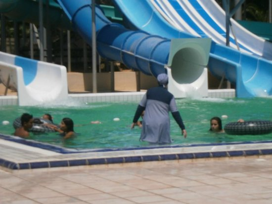 Nahrawess Hotel : piscine ou lave linge