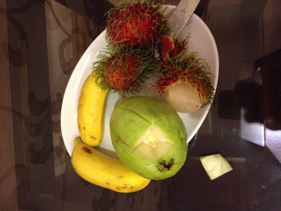 Grand Silverland Hotel & SPA: Fruit upon arrival