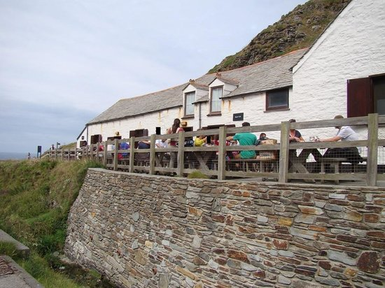 Terrace picture of tintagel castle cafe tintagel for 9 cornwall terrace