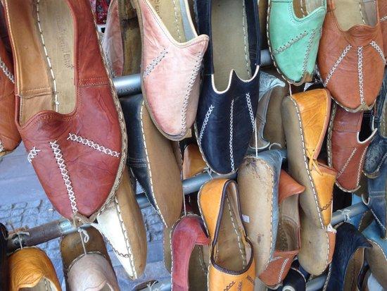 La Tulip Art Gallery: Handmade shoes!