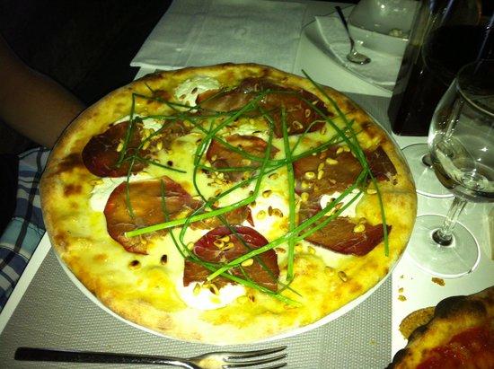 I Poeti: Pizza salami piquante