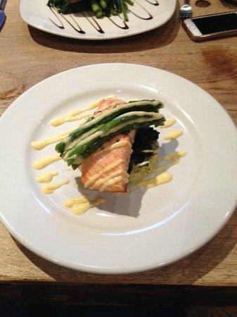 The Wookey Hole Inn : Gorgeous Salmon