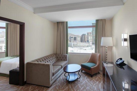 Anjum Hotel Makkah : Junior Suite Living room