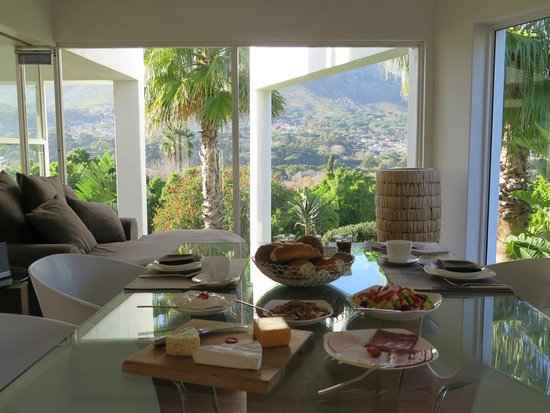CUBE Guest House : Breakfast with a view