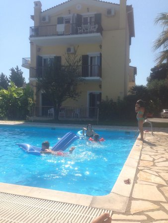 Villa Eftichia: Very nice place for holiday you feel like home you have a kitchen and lice leaving room and one