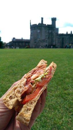 Blaa Blaa Blaa Sandwiches: Smashing BLT with roasted red pepper