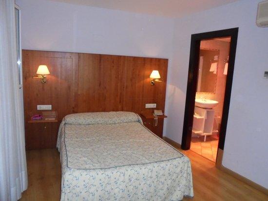 Hotel Hispania: Habitación