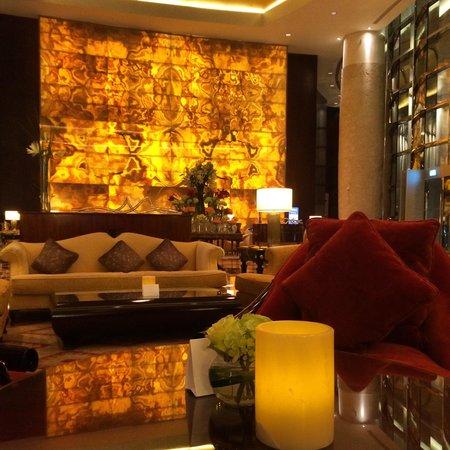 Conrad Dubai: Lobby of the hotel taking by me