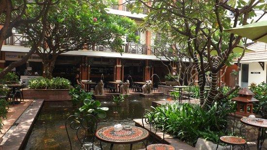 Rambuttri Village Inn & Plaza: Ресторан при отеле