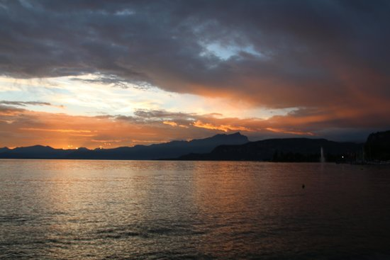 Parc Hotel Gritti : Sunset over Lake Garda
