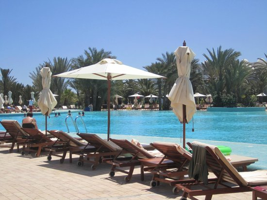 Hotel Palace Royal Garden : au bord de la piscine