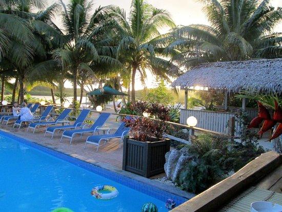 Aquana Beach Resort: Pool area