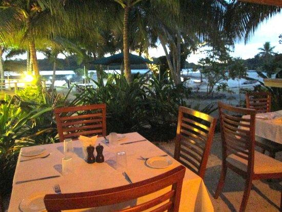 Aquana Beach Resort: Dining
