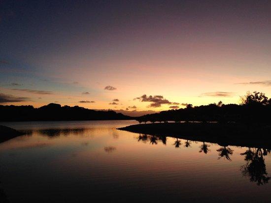 Aquana Beach Resort: One of the many beautiful Aquana sunsets