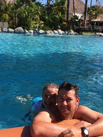 Outrigger Fiji Beach Resort : The Outrigger pool