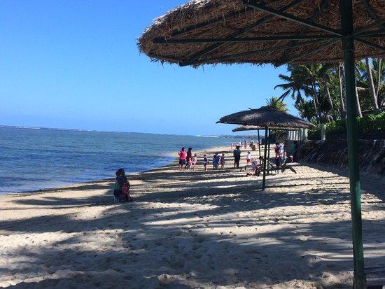 Outrigger Fiji Beach Resort : The beach