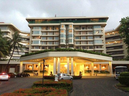 Taj Samudra Colombo: hotel front