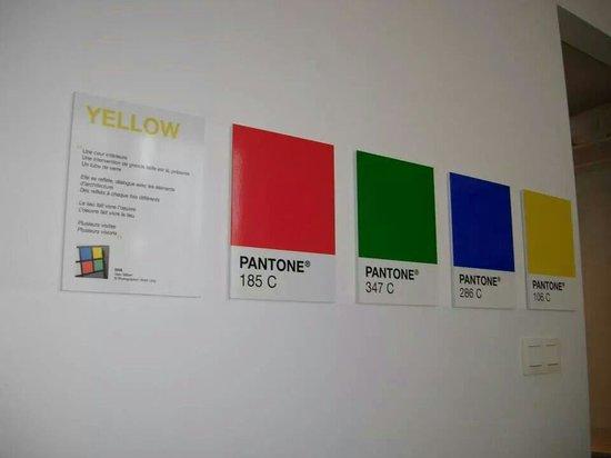 Pantone Hotel: Yellow camera #407