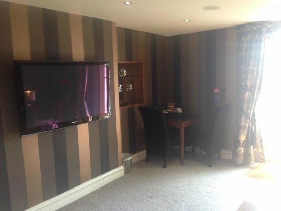 Cranleigh Boutique: Big TV on wall
