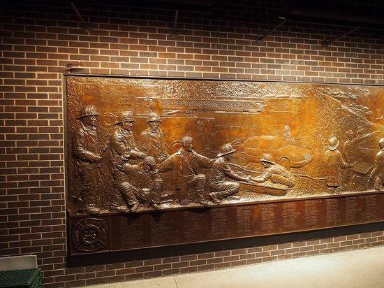 FDNY Memorial Wall : Left pannel of the FDNY memorial - part 1