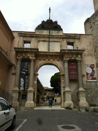 Ingresso alla Cittadella dei Musei a Cagliari