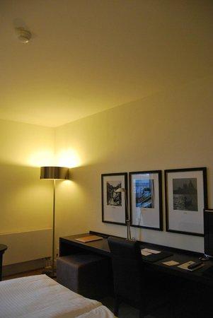 Rilano 24/7 Hotel München: Habitación