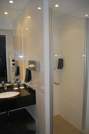 Rilano 24/7 Hotel Munich: Baño