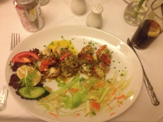 Alexander The Great: Huge king prawns in wine and garlic sause as main course.sides of French beans and zucchini came
