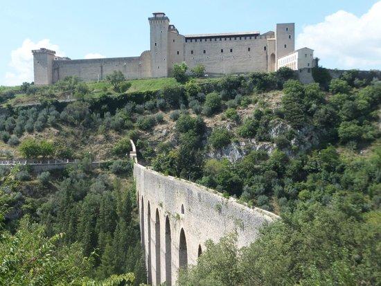 The Tower's Bridge: Vista della rocca di Spoleto dal ponte!