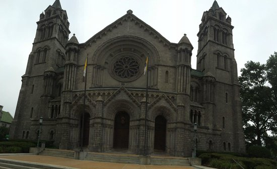 Cathedral Basilica of Saint Louis: Outside