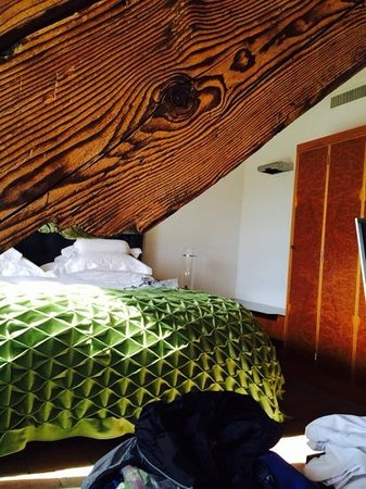 Widder Hotel: Beams from 15th century building incorporated into modern room