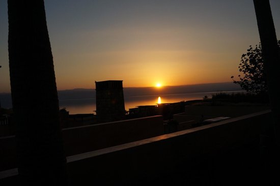 Kempinski Hotel Ishtar Dead Sea: 沈む夕日が綺麗ですよ