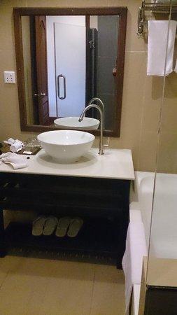 Angkor Heritage Boutique Hotel: Bathroom
