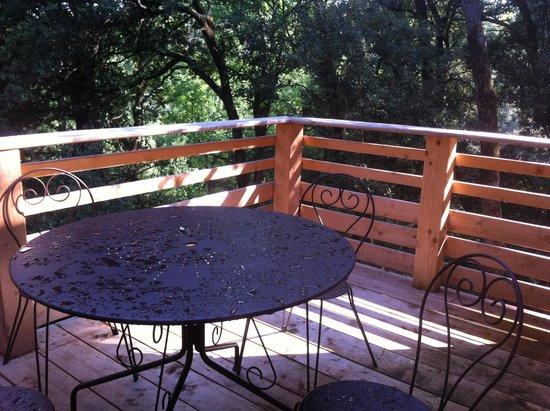 Les Cabanes dans les Bois: Terrasse cabane Mazet