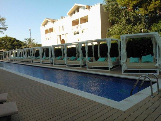 Aparthotel Playa de Muro Suites: dieser Pool ist nur für Gäste mit dazugehöriger Zimmerkategorie nutzbar