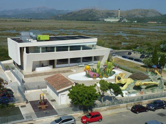 Aparthotel Playa de Muro Suites: zweiter Hotelbereich auf der anderen Straßenseite