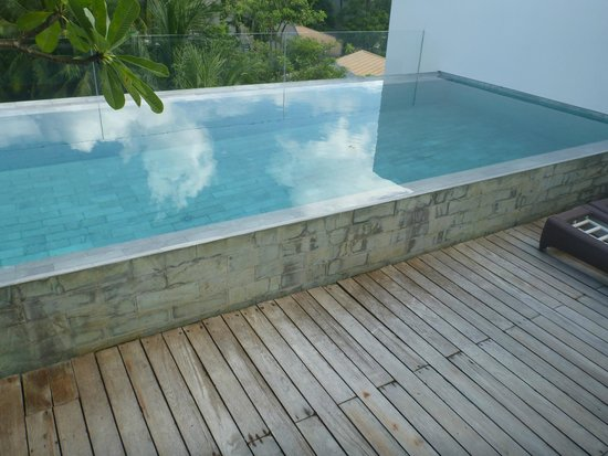 Twinpalms Phuket : 2 story room with roof top pool