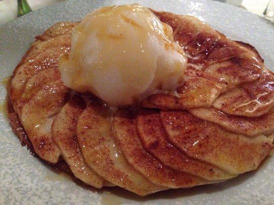 Panini's : Sobremesa maca com sorvete de limao